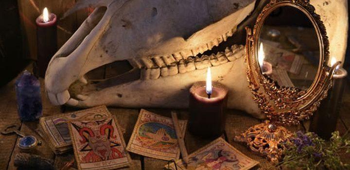 zwarte magie, zwarte spiegel, scrying, waarzeggen, hekserij, demonen, magie,